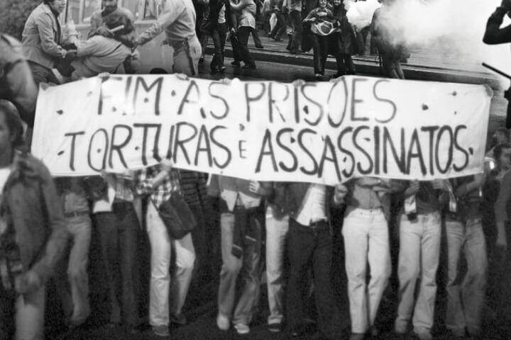 Ao atacar Sociedade Civil, Bolsonaro se comporta como numa ditadura