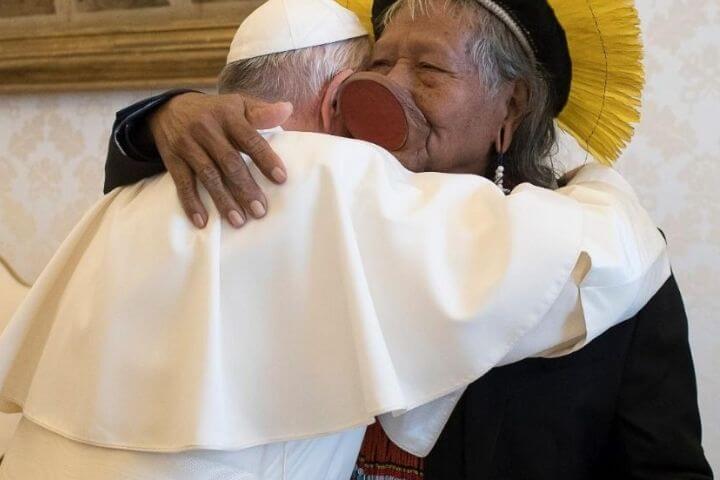 Papa recebe o cacique Raoni em audiência
