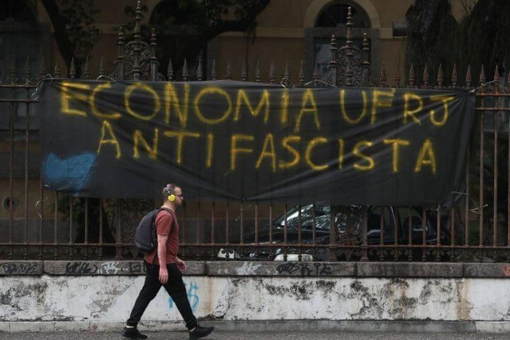 Falar de fascismo no Brasil