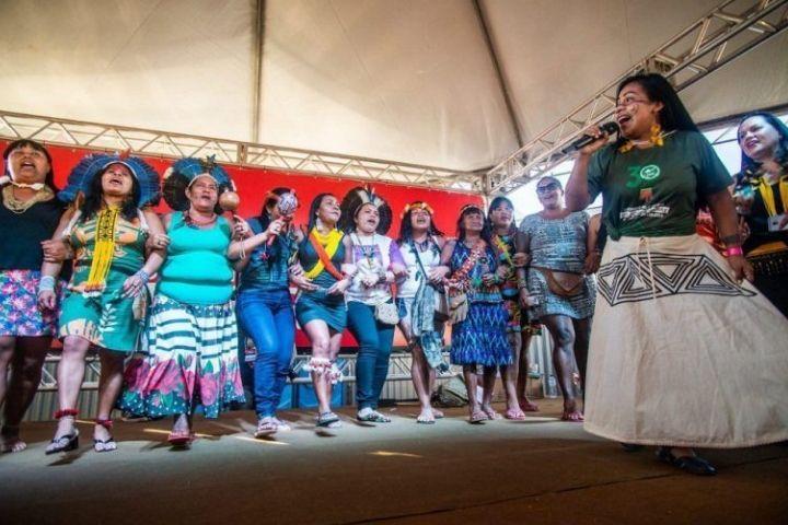 Mulheres Indígenas de todo Brasil se reúnem em Brasília para denunciar a violência contra seus territórios