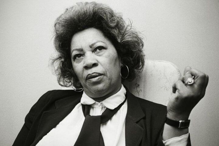 Quem foi Toni Morrison, a primeira escritora negra a ganhar o Nobel