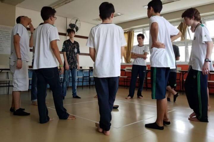 Homem não chora? Projeto com jovens visa o fim da masculinidade tóxica
