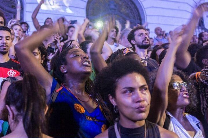 Aliança de Damares com religiosos coloca em risco negros, mulheres e LGBTs, segundo especialistas