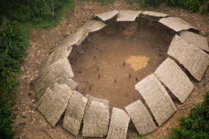 Nota do Cimi sobre o extermínio programado dos povos isolados: ao menos 21 Terras Indígenas estão invadidas