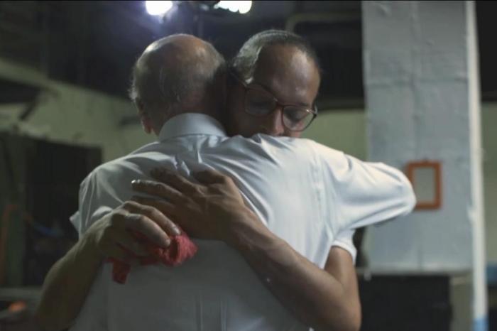 O escândalo do abraço.