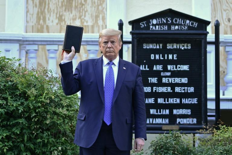 A Bíblia nas mãos erradas, é uma flor sem defesa
