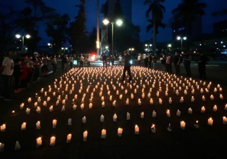 CEBI Santa Catarina – Praça de Joinville recebe velas em homenagem aos 500 mil mortos pela Covid-19 no Brasil
