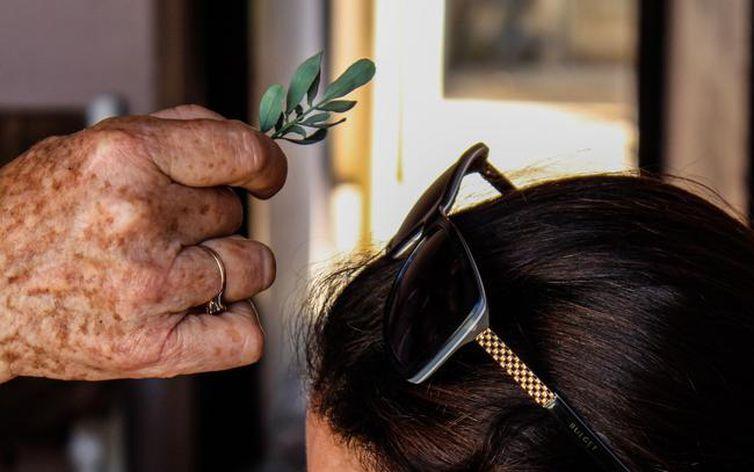 Tradição viva das benzedeiras é revelada em 'censo' em São Paulo