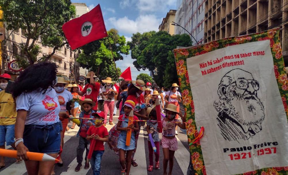 A busca do magis: um diálogo entre Paulo Freire e Inácio de Loyola