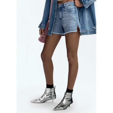 Shorts Jeans Na Base Pin Up Loose Com Barra Desfiada