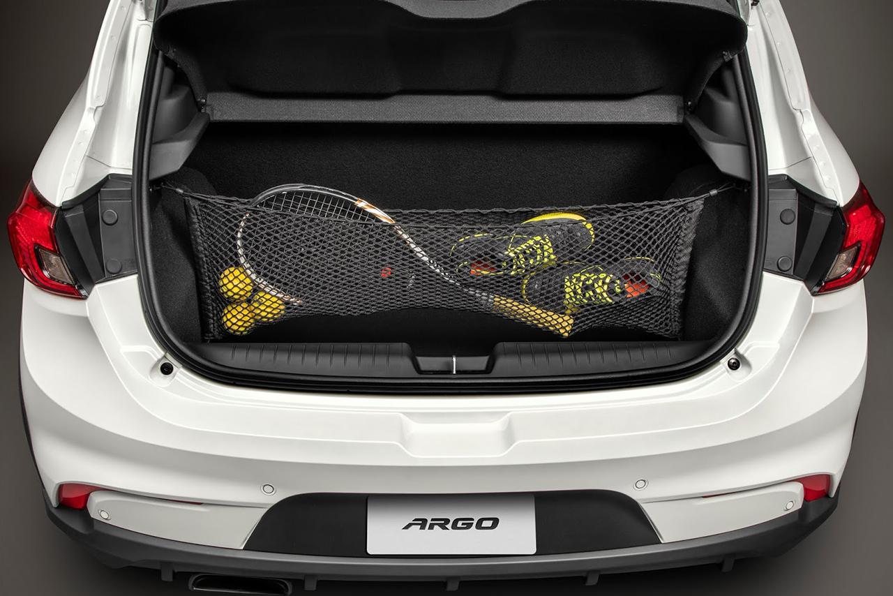 Abusando da fantasia aventureira como só a Fiat sabe fazer, versão do Argo dá alguns teasers sobre como deve ser o SUV em sua vertente mais barata