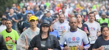 Sob um sol forte, cerca de 3 mil pessoas iniciaram este domingo, 5 de dezembro, correndo a terceira e última etapa da Série Delta