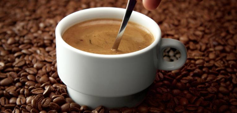 Tomar café antes do treino de corrida ajuda ou atrapalha?