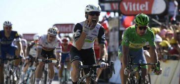 A vitória de Cav se deu no sprint final, no qual ele completou o percurso em 5h43min49, batendo norueguês Alexander Kristoff e o eslovaco Peter Sagan - Foto: ASO