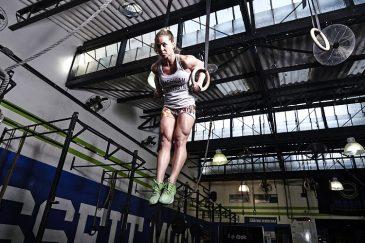 Equilíbrio e força no Muscle Up. Execução Marina Hohmann e dicas da Vivi Aiello - Foto: Ricardo Soares