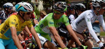 Nibali com a camisa amarela e Sagan com a verde durante o Tour de France de 2014