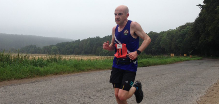 Atleta erra percurso, mas ganha maratona