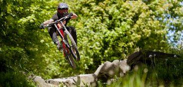 Saiba como fazer bons saltos no MTB. Um dos momentos mais marcantes (e bonitos) dos ciclistas da modalidade.