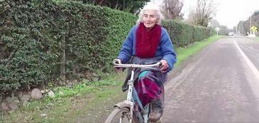 Vovó de 90 anos pedala 30 km por dia para trabalhar