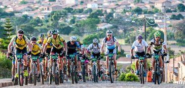 Entre os dias 15 e 22 acontecem o Brasil Ride, e dessa vez com novo local de disputa. O evento acontece na Costa do Descobrimento, na Bahia.