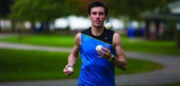 Corredor completa maratona em 2:55 fazendo malabares