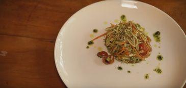 Confira receita de macarrão low carb de legumes para comer bem