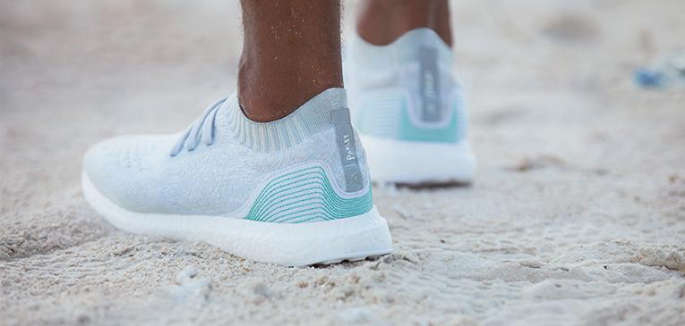 Adidas lança tênis de resíduos do oceano