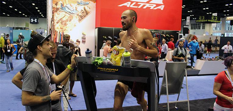Recorde: atleta corre 80k em 5h na esteira