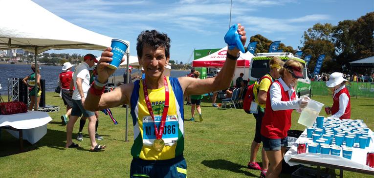 Vovô maratonista é tri mundial!