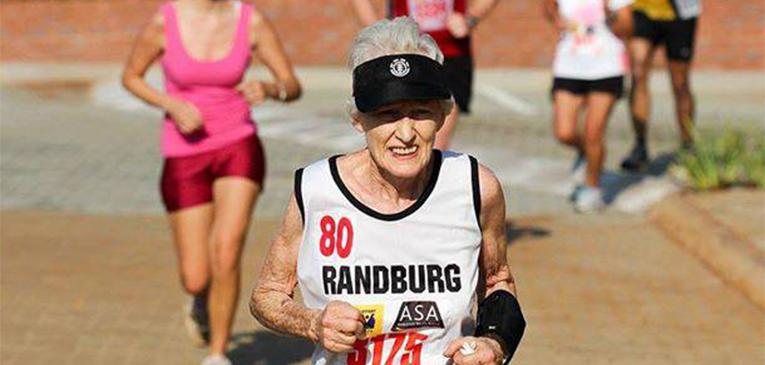 Senhora de 85 anos faz 21 km em 2h12