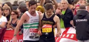 Ele ajudou um desconhecido a completar a Maratona de Londres e virou herói