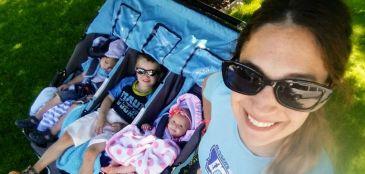 Ela correu uma maratona levando os três filhos em um carrinho - e entrou para o Guinness