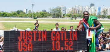 Justin Gatlin recebe carinho do público brasileiro e vence desafio no Rio