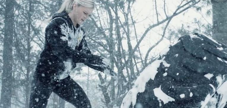 Katrin participa de corrida de obstáculos