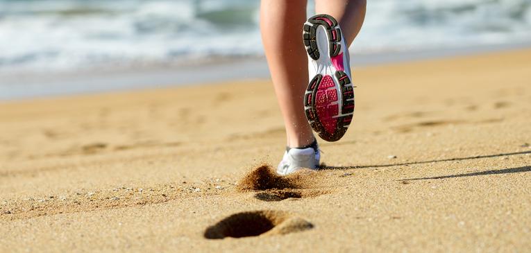 Correr na areia fofa tem benefícios; veja algumas dicas