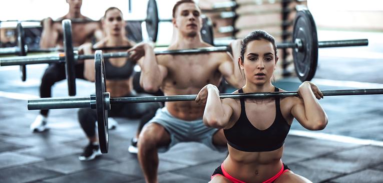 Thruster: veja cinco workouts com o exercício