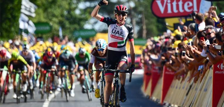 Daniel Martin vence as subidas e leva etapa do Tour