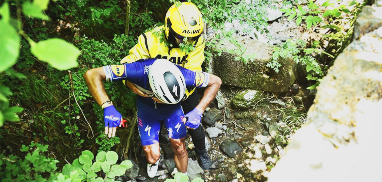 Philippe Gilbert mostra seu joelho pós-queda