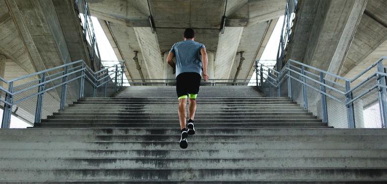 Como o treino de escada pode ajudar na corrida