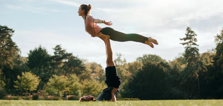 Acroyoga é yoga? Veja diferenças