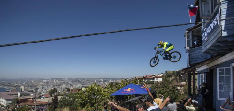 Assista! Brasileiros encaram maior downhill da América do Sul no Chile