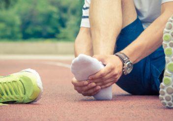 Dor no peito do pé: causas e tratamento