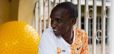 Eliud Kipchoge treinou no Quênia para o desafio Ineos 1:59