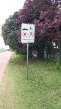 Placa indicativa de velocidade na Ciclovia Rio Pinheiros