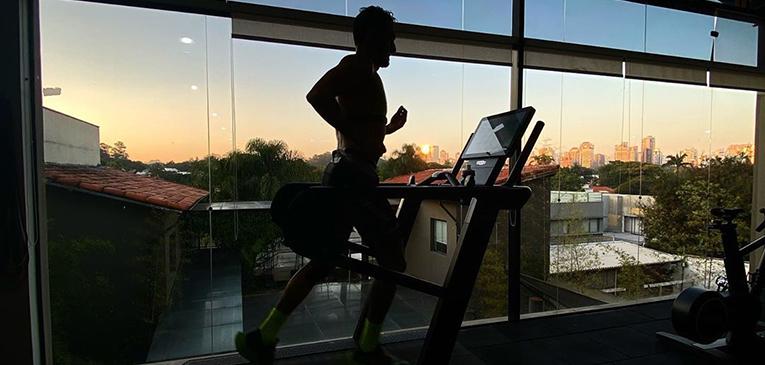 Ele fez triathlon por 24h e arrecadou R$ 50 mil