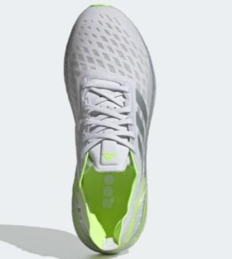 Adidas Ultraboost PB branco e verde em pé
