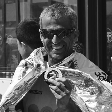 Criador, em 1994, da Start Assessoria Esportiva. Corredor desde os 12 anos, completou sua primeira maratona, no Rio de Janeiro, com 17 anos, em 1989, com o tempo de 2h58min. Já correu mais de 12 maratonas e seu melhor tempo foi em Berlim em 2015: 2h37min40s. Triatleta profissional de 1992 até 2007, foi vice campeão brasileiro e terceiro lugar no Ironman do Havaí na categoria até 24 anos.