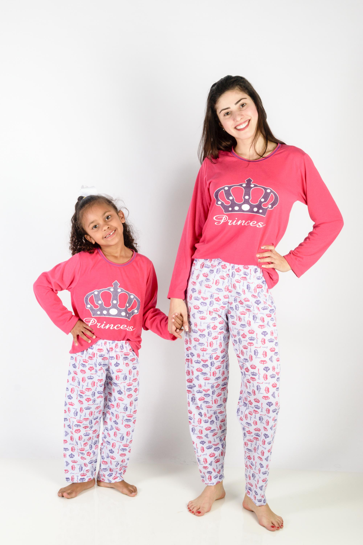 f76b1d93cc7fed Pijama Mãe e Filha Feminino Longo de Inverno Princesa Coroa