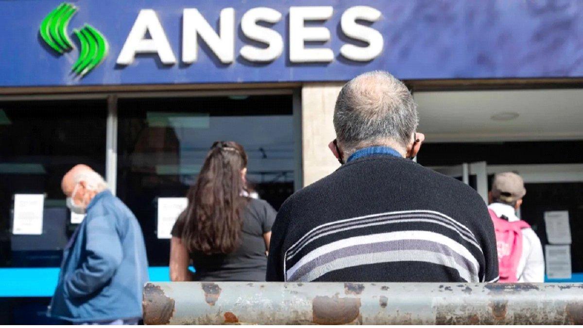 cuándo y a quién se pagará el bono ANSES/Titulares de Economía