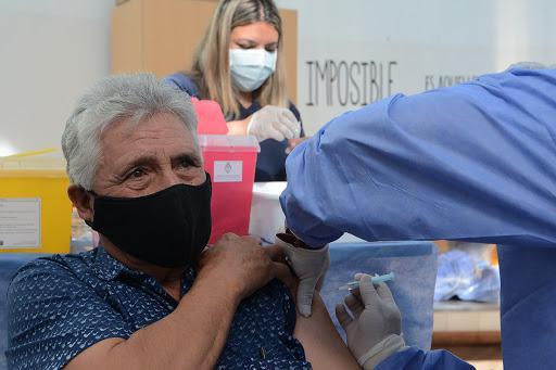 vacunados y no vacunados deben mantener medidas para prevenir la propagación de Covid-19/ Titulares de San Luis